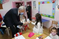 Başkan Biçer Minik Öğrencilere Hijyenik Maske Dağıttı
