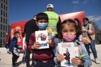 Bilecik'te Çocuklara Hediyeler Dağıtıldı