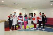 Çocuk Hastalar İçin Hastaneye Palyaço Getirdiler