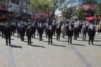 Edremit'te Sosyal Mesafeli 23 Nisan Kutlaması