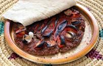 Gastronomi Şehrinin Vazgeçilmezi 'Tepsi Kebabı' Sofraları Süslüyor