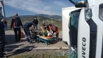Kamyonette Sıkışan Sürücüyü Kurtarmak İçin Ekipler Zamanla Yarıştı