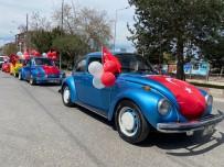 Klasik Otomobil Tutkunları 23 Nisan İçin Bir Araya Gelip, Çocukları Sevindirdi
