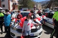 Oltu'da Polislerden 23 Nisan Kutlaması