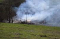 Otluk Alanda Çıkan Yangın Kullanılmayan Okulu Küle Çevirdi