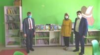Rektör Uysal, Öğrencilere Yazdığı Kitapları Hediye Etti