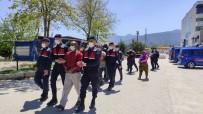 Sahipleri İçerdeyken Evin Kapısını Çalan Hırsız Ve Ortağı Tutuklandı
