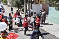 Salihli Belediyesinden Çocuklara Bayrak Ve Balon Jesti