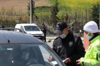 Şehri Ablukaya Alan Polis Ekipleri, Kuş Uçurtmuyor