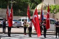 Şırnak'ta Vatandaşlar 23 Nisan Kutlamalarına Balkon Ve Camlardan Eşlik Etti