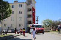 Tunceli'de Çocukların Bayramı Şenlik Aracı İle Kutlandı