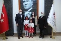Vali Ayyıldız Şiir Yarışmasını Kazanan Öğrenciye Ödülünü Verdi