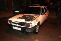 Alevlerin Yükseldiği Otomobildeki Yangını İtfaiye Söndürdü