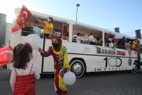 Gönüllü Palyaçolar Sanat Otobüsüyle 23 Nisan Çocuk Bayramı'nı Kutladı