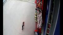 (Özel)- Pendik'te 'Cips Hırsızı' Karga, İş Yeri Sahibine Yakalandı