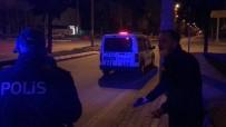 Sokağa Çıkma Kısıtlamasını İhlal Etti, Polise 'İçiniz Rahat Mı Bu Şekilde' Dedi