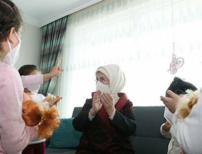 Emine Erdoğan sevgi evinde çocuklarla!