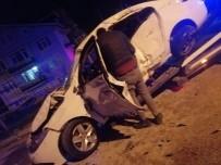 Isparta'da Otomobil İle Ticari Taksi Çarpıştı Açıklaması 3 Yaralı