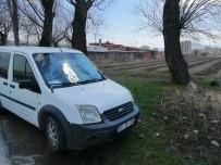 Kayseri'de Yol Kenarında 15 Yerinden Bıçaklanarak Öldürülen Kadın Cesedi Bulundu