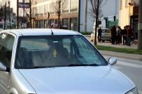 Sakarya'da Akıllara Durgunluk Veren Kaza Açıklaması Seyir Halindeki Araçların Önüne Atladı
