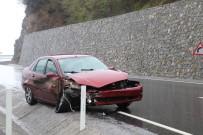 Karşı Şeride Geçen Aracın Sürücüsü Yaralandı