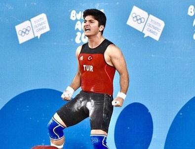 Milli sporcudan altın madalya!