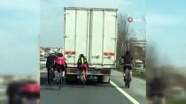 (Özel) Bisikletlilerin Tehlikeli Yolculuğu Cep Telefonu Kamerasına Yansıdı