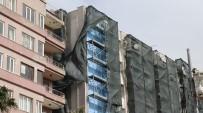 Denizli'de Vatandaşlar Caddede Yürümekte Güçlük Çekti