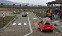 Minik Öğrenciler Akülü Arabalar İle Uygulamalı Trafik Eğitimi Alıyor