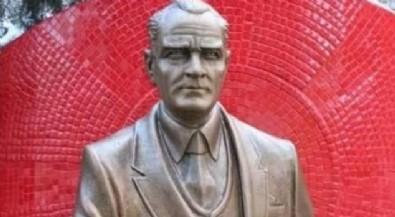 CHP'li İzmit Belediyesi Atatürk'e benzemeyen iki Atatürk heykeli için 72 bin lira ödedi