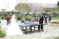 Gelin Damat Pamukkale'de Masa Tenisinde Yarıştı