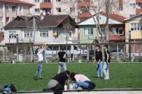 Güneşli Havayı Gören Vatandaşlar Soluğu Parklarda Aldı
