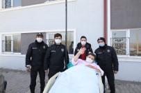 Hasta Yakınları Bize Saldırıyor İhbarında Bulunup, Polis Ekiplerine Sürpriz Yaptılar