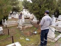 Kırıkkale'deki Mezarlıklarda Yabani Otlarla Mücadele