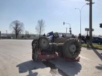Otomobil İle Çarpışan Traktör Takla Attı Açıklaması 1 Yaralı