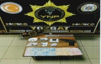 Uyuşturucu Satıcısının Üzerinden Kurusıkı Tabanca Ve 19,96 Gram Esrar Çıktı