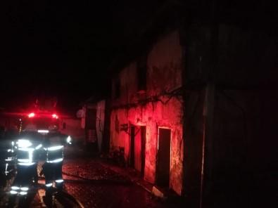 Evinde Çıkan Yangından Dumandan Zehirlenen Yaşlı Kadın Hayatını Kaybetti