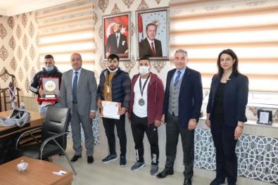 Gençlik Ve Spor İl Müdürü Demir, Şampiyon Sporcuları Ağırladı