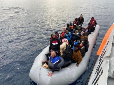 İzmir'de 64 Düzensiz Göçmen Kurtarıldı
