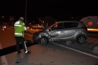 Karaman'da Çarpışan Otomobiller Kaldırıma Savruldu Açıklaması 1 Yaralı