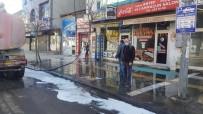 Kars'ta Kaldırımlar Köpüklü Suyla Yıkanıyor