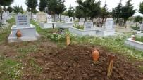 Öldü Diye Defnettikleri Babalarını Hastanede Görünce Şok Oldular