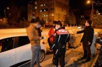 Polisler Maske Ve Mesafe Denetimi Yaptı