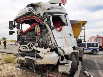 Gaziantep'te 2 Tır Çarpıştı Açıklaması 2 Yaralı