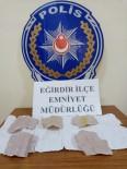 Kavga İhbarına Giden Polis Uyuşturucu Madde Ele Geçirdi