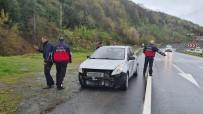Otomobil Bariyerlere Çarparak Durabildi