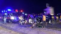 Otomobiller Kafa Kafaya Çarpıştı Açıklaması 4 Yaralı