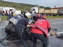 Panelvan İle Otomobil Kafa Kafaya Çarpıştı Açıklaması 2'Si Çocuk 6 Yaralı