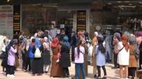 Siirt'te İndirimi Duyanlar Tedbirleri Unutup Mağaza Önünde Kuyruğa Girdi