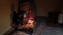 Yeşilli Belediyesinin Elektriğini Kestiği Evde Mum Işığında Ders Çalışan Kız Açıklaması 'Bize Sahip Çıkın'